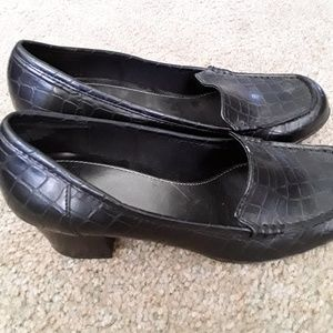 Mootsies Tootsies Mouplift black croco pump sz 7.5